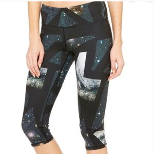 Alo Vapor Space Airbrush Capri Leggings Size M